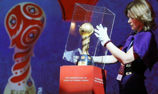 Trofeo de la Copa del Mundo en un vitrina. ¿Quién ganará el Mundial de Rusia 2018?