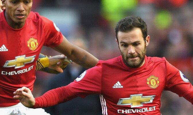 Juan Mata a la derecha de la imagen, será determinante en las cuotas del Arsenal vs Manchester United.