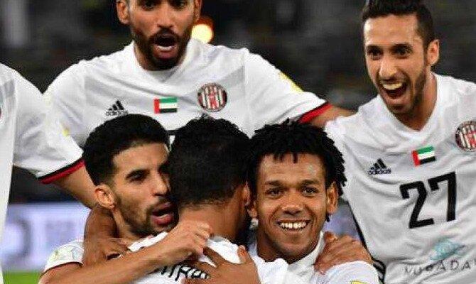 Jugadores del Al-Jazira se abrazan. Conoce las cuotas del Al-Jazira vs Real Madrid.