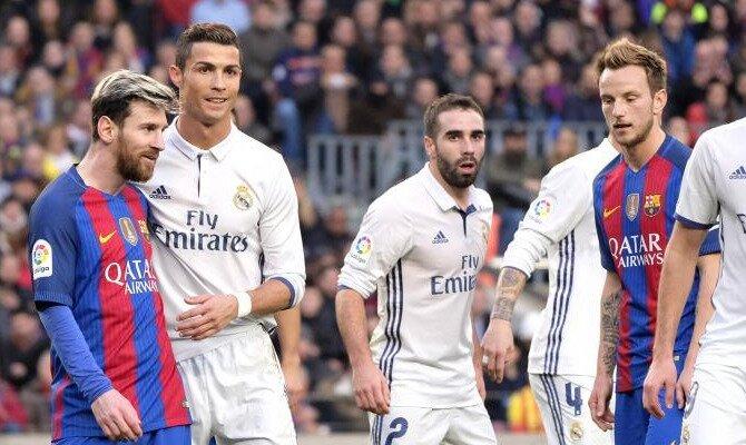 Messi y Cristiano defienden un córner. Conoce las cuotas del Real Madrid CF vs FC Barcelona.