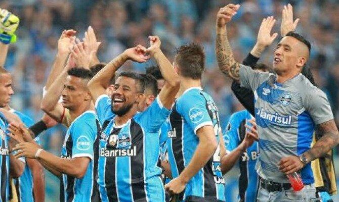 Los jugadores de Gremio celebran un triunfo. Conoce las cuotas del Real Madrid vs Gremio.
