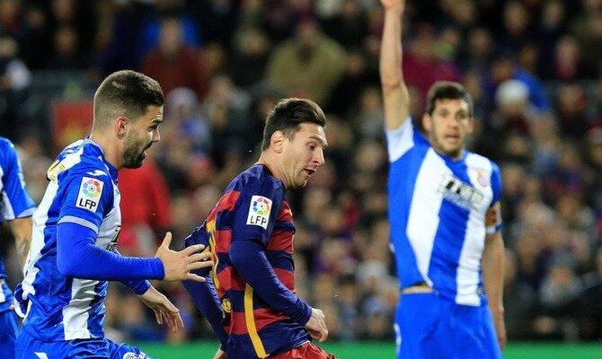 Messi en un partido ante el Espanyol. Conoce las cuotas del FC Barcelona vs RCD Espanyol.
