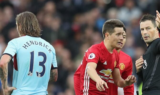 Ander Herrera protesta a un árbitro. Conoce las cuotas del Burnley FC vs Manchester United FC.