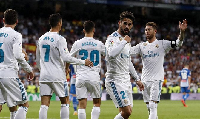 Isco mira a la grada para celebrar un gol. Conoce las cuotas del Espanyol vs Real Madrid.