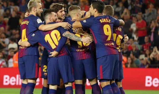 Jugadores del Barcelona hacen piña para festejar un gol. Conoce las cuotas del Málaga Vs Barcelona