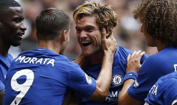 Marcos Alonso celebra un gol. Conoce las cuotas del Chelsea FC vs Tottenham Hotspur