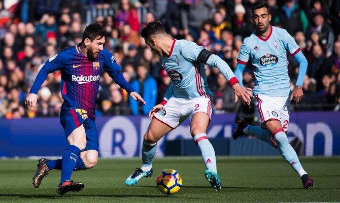 Messi trata de regatear a un defensor del Celta. Conoce los pronósticos del Celta de Vigo vs FC Barcelona.