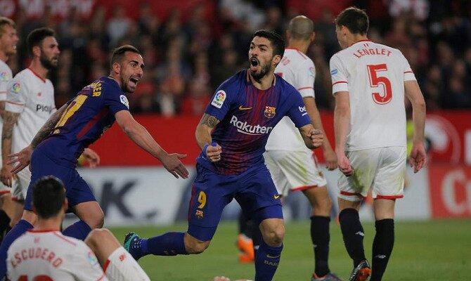 Luis Suárez celebra un gol ante el Sevilla. Conoce las cuotas del Sevilla vs Barcelona.