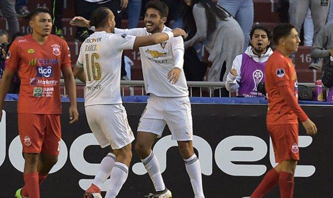Los jugadores de LDU Quito celebran un gol. Conoce las cuotas del Guabirá Santa Cruz vs Liga de Quito