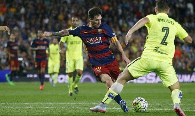 Messi dispara a portería ante el Levante. Conoce las cuotas del Levante UD vs FC Barcelona.