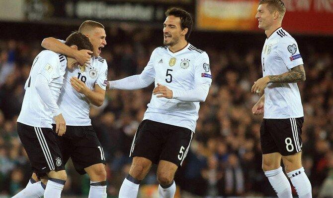 Jugadores de la selección alemana festejan un gol. Conoce los pronósticos del Alemania Vs México.