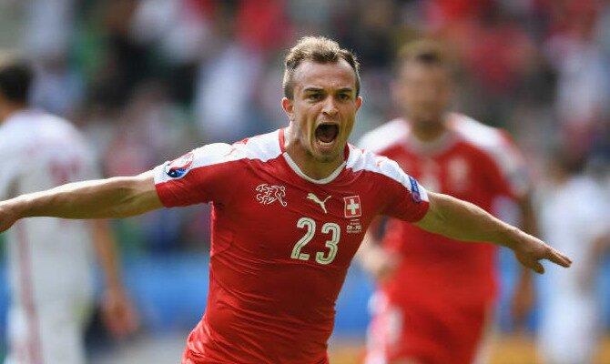Xherdan Shaqiri celebra un gol con su selección. Conoce las cuotas del Suecia Vs Suiza.