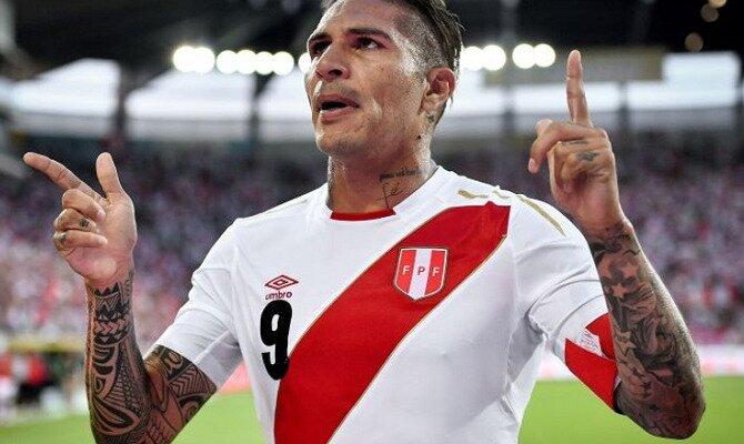 Paolo Guerrero celebra un gol. El delantero será importante en las cuotas del Australia vs Perú