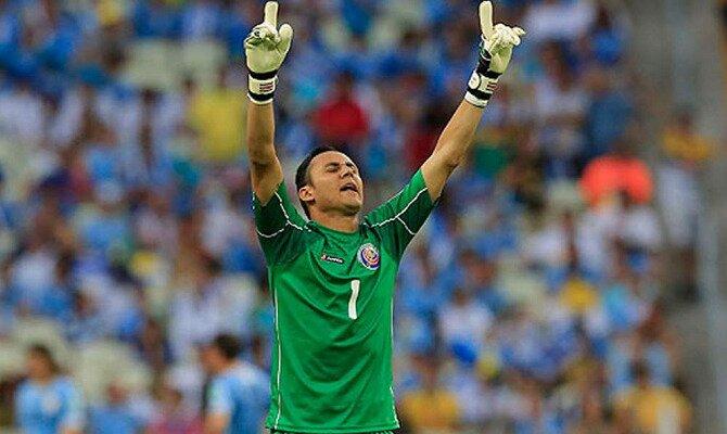 Keylor Navas alza los brazos al cielo. Conoce las cuotas del Costa Rica vs Serbia.