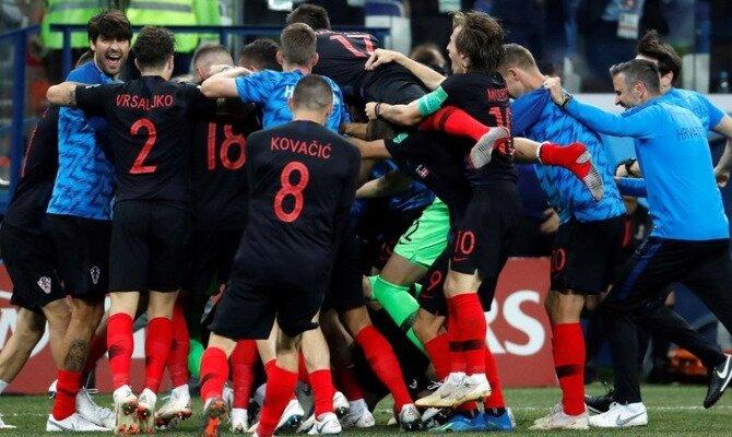 Los jugadores de Croacia celebran un gol. Conoce las cuotas del Francia vs Croacia.