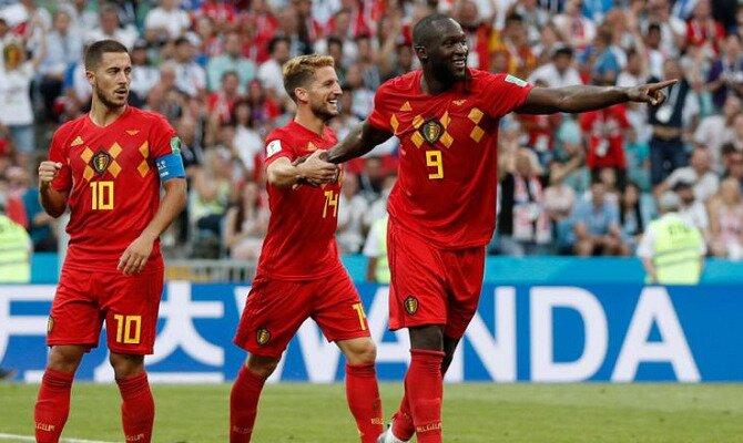 Hazard (izquierda), Mertens (centro) y Lukaku (derecha) celebran un gol. Conoce las cuotas del Francia Vs Bélgica.