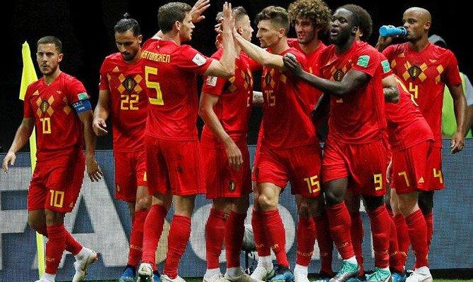 Jugadores de la selección de Bélgica celebran un tanto. Conoce las cuotas del Bélgica Vs Inglaterra.