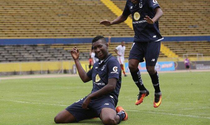 Jugadores del Universidad Católica celebran un gol. Conoce las cuotas del Barcelona SC vs Universidad Católica.