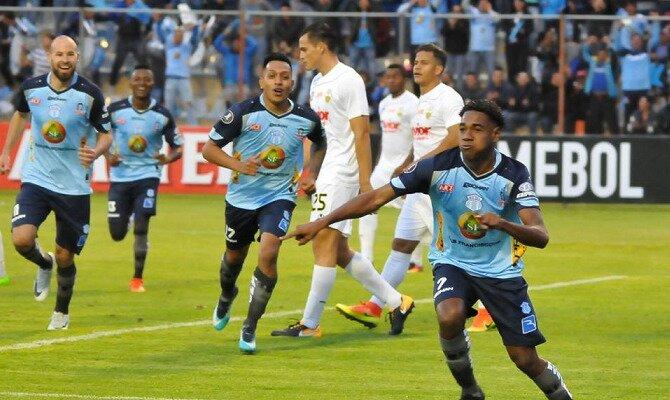 Deportivo Macará celebrando un gol