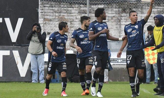 Jugadores de Independiente del Valle celebran un gol. Conoce los pronósticos del Barcelona SC vs Independiente del Valle