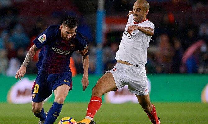 Messi regatea a un jugador del Sevilla. Conoce las cuotas del FC Barcelona vs Sevilla FC.