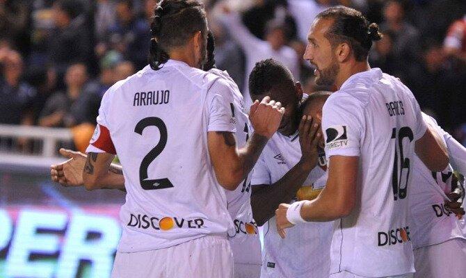 Los jugadores de LDU Quito celebran un gol. Conoce las cuotas del Vasco Da Gama vs Liga de Quito
