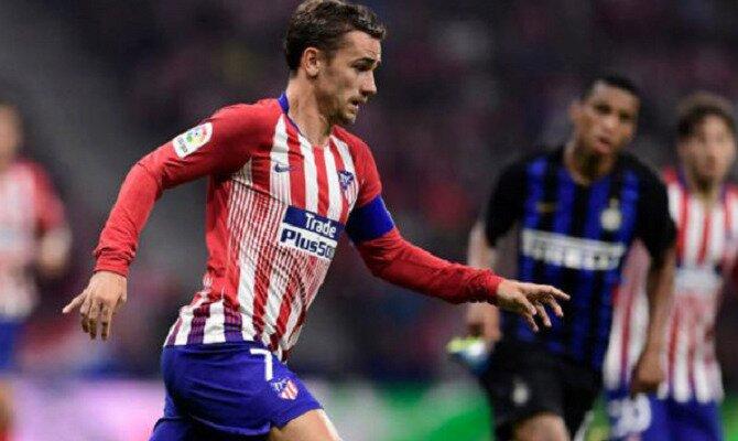 Griezmann con la camiseta rojiblanca. Conoce las cuotas del Real Madrid vs Atlético de Madrid.