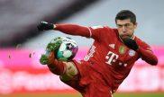 Robert Lewandowski realiza un remate, acción que se espera ver con asiduidad en el Lazio vs Bayern Munich