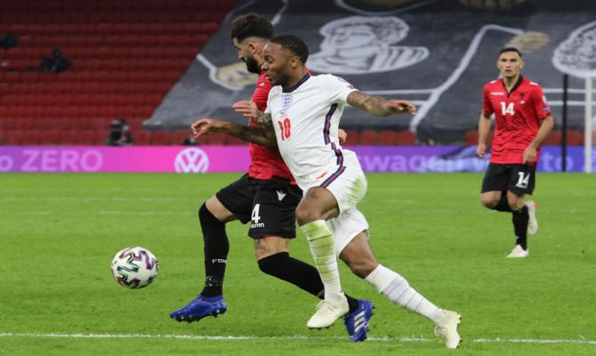 Raheem Sterling, a la derecha, es uno de los jugadores que puede ser clave en las cuotas del Inglaterra vs Polonia.