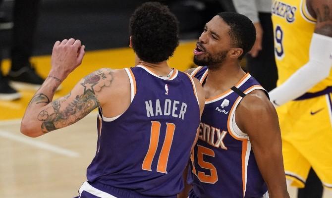 Imagen de Nacer celebrando una canasta. Echa un vistazo a nuestros pronósticos para el Phoenix Suns vs Indiana Pacers