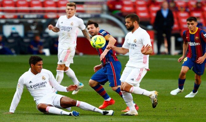 Real Madrid vs Barcelona se miden en LaLiga con el liderato en juego. Apuesta con nuestros picks