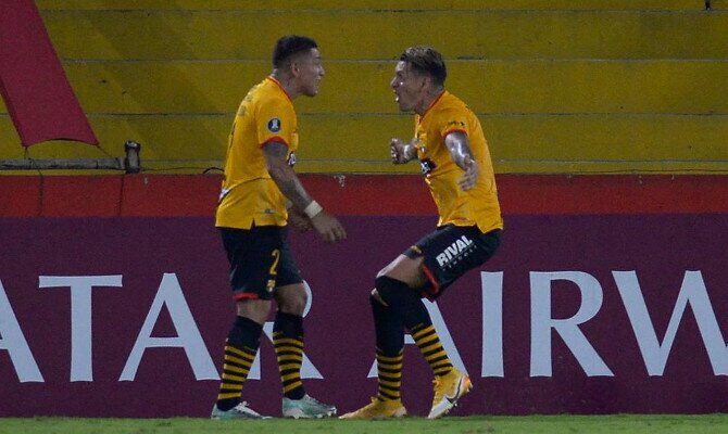 Jugadores de Barcelona celebran un tanto en Copa Libertadores. Cuotas Boca Juniors vs Barcelona