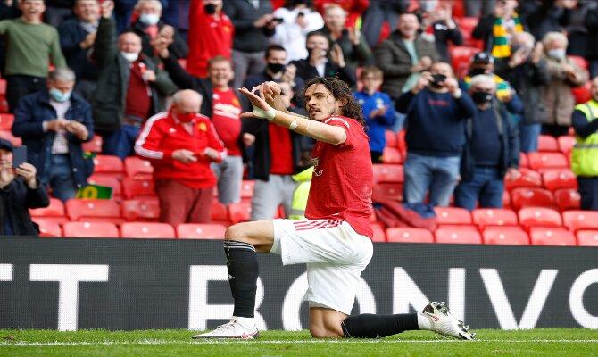 Edinson Cavani celebra un gol con los Diablos Rojos. Villarreal vs Manchester United, Europa League.