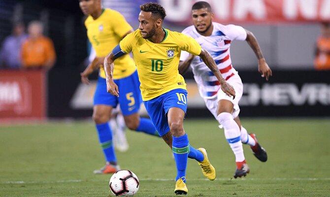 Imagen de Neymar Jr. controlando el balón. Cuotas y pronósticos para el duelo Brasil vs Ecuador.