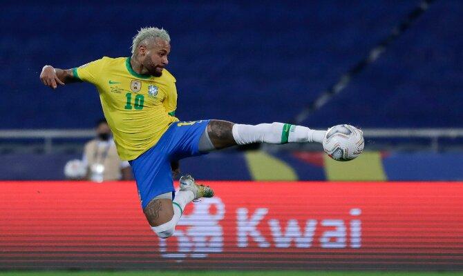 Imagen de Neymar realizando un remate acrobático. Picks final Copa América 2021 Brasil vs Argentina