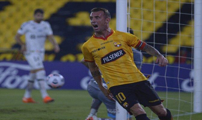 El veterano Damián Díaz celebra un tanto. 1/8 final Copa Libertadores, Vélez Sarsfield vs Barcelona